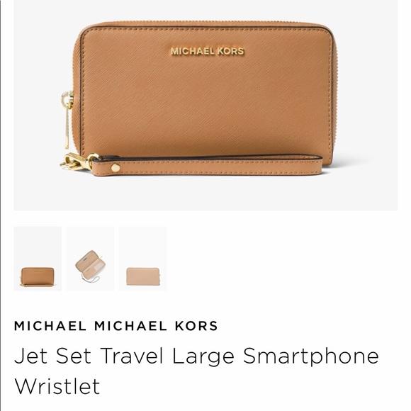 b47bf658f8324 Michael Kors Large Jet Set Travel Wallet Wristlet.  M 5aa42f833800c5fa823d9880